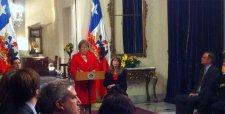 Bachelet firma proyecto que sustituye el sistema binominal