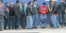 Desempleo en el Gran Santiago cae en junio contra todos los pronósticos