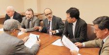 Hacienda aplaza envío de ajustes tributarios y llama a un acotado debate parlamentario