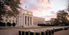 Reserva Federal sube tasa de interés por primera vez en una década y pone fin a una era