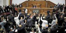 Oposición venezolana toma el control del parlamento por primera vez en 17 años