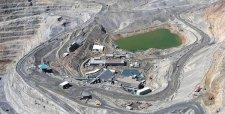Bajo precio del cobre y alto endeudamiento presiona venta de activos de grandes mineras