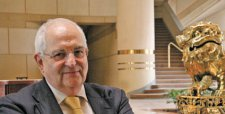 """Martin Wolf: """"El optimismo de que Chile se convertiría en un país desarrollado era un poco excesivo"""""""