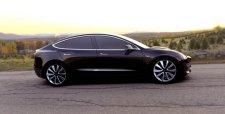 Tesla presenta el Model 3, el primer auto eléctrico de consumo masivo