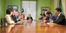Gobierno define equipo jurídico y oposición refuerza ofensiva en el TC con argumentos del oficialismo
