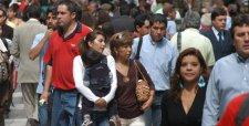 La desaceleración se hace sentir: desempleo en Santiago salta sobre 9% y enciende alarmas