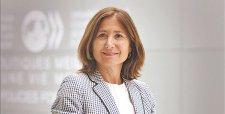 """Claudia Serrano: """"La reforma laboral chilena no va en sentido contrario al proyecto francés; ambas buscan adaptabilidad"""""""