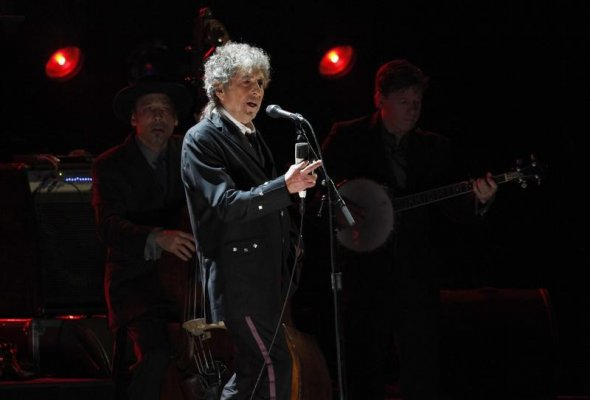 Bob Dylan canta durante la ceremonia en honor al director Martin Scorsese, galardonado con el Premio de Música de Cine de la Annual Critics' Choice Movie Awards , el 12 de Enero de 2012 en Los Angeles - REUTERS