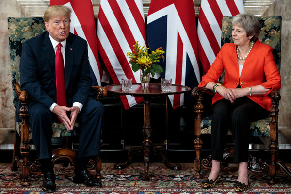 Donald Trump y Theresa May en UK. Foto Reuters