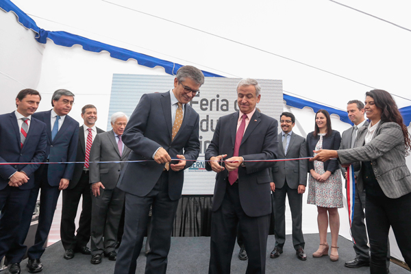 El presidente del Banco Central, Mario Marcel, junto al ministro de Hacienda, Felipe Larraín, inaugurando la feria de educación financiera de este año. Foto: Ministerio de Hacienda