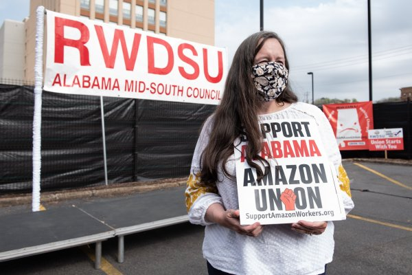Amazon achieves historic victory in vote on unionization of its workers